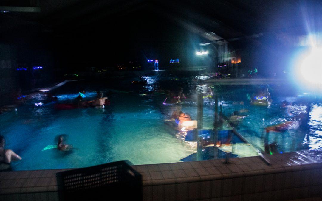 Svømmere i massevis indtog uhyggelig svømmehal