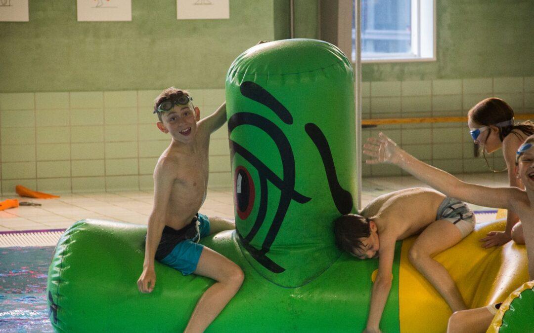 Svømmere i alle aldre boltrede sig ved populært klubarrangement